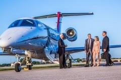 phenom-300-business-people-boarding