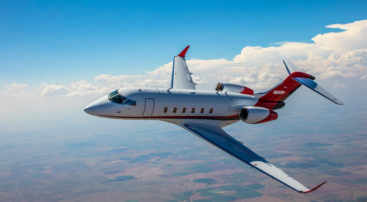 Bombardier Challenger 300 Flying